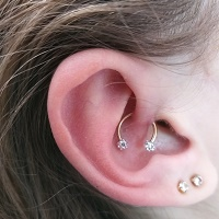 Nordik Piercing: piercing lobes, daith