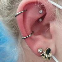 Nordik Piercing: Studio de piercing dans le 76: piercing helix, piercing conch, piercing rook et piercings lobes